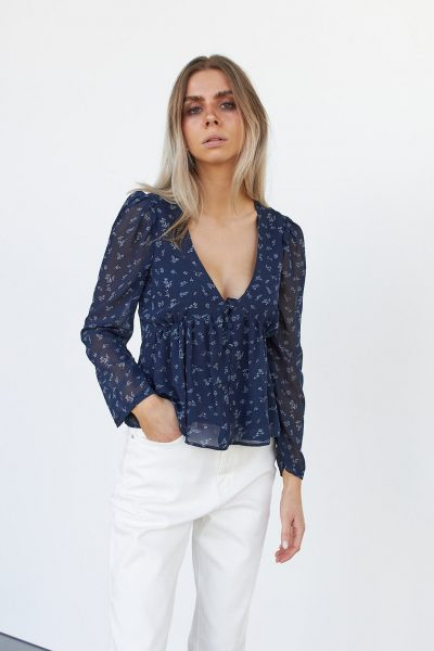 WBLMIA V-NECK TOP
